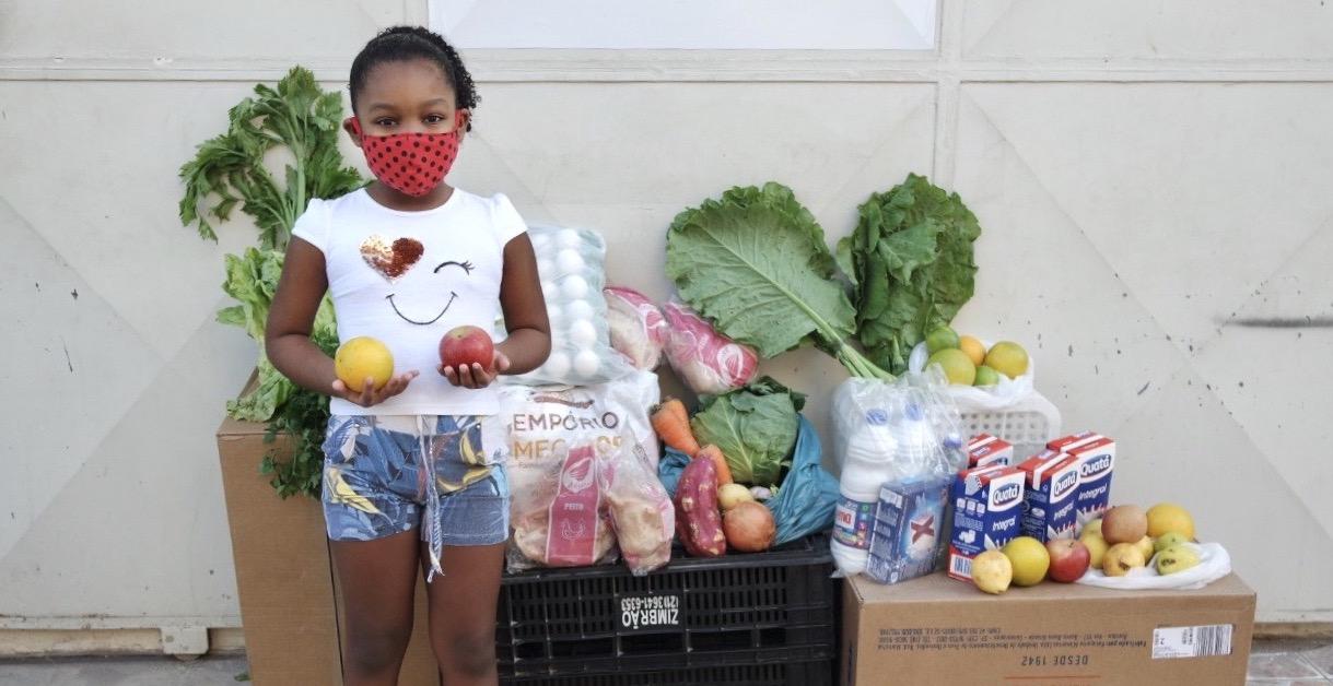 Voedselpakket food aid Estrela da favela